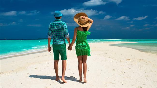 Yeşil  Doğanın rengi olan yeşil güven veren bir renktir. Bu yüzden partneriniz yeşili seviyorsa doğru kişiyle birliktesiniz demektir. Bu rengi sevenler cinsel yaklaşımlarında masum ve tazedir. Yeşili seven kadınlar partnerlerine her zaman sadıktırlar. Tutkuları olsa bile bunu partnerlerine çok fazla göstermezler. Yeşili seven erkekler anlaşılmaz tavırlarıyla karşılarındakini etkilemeyi iyi bilirler. Kısacası partneriniz yeşili seviyorsa asla ihanetten şüphelenmemelisiniz.