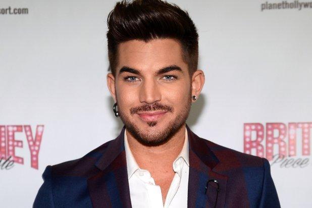"""Adam Lambert  Şu aralar """"Ghost Town"""" şarkısı ile ortalığı inleten Adam Lambert, müzik camiasına girdiğinden beri cinsel yönelimini hiç saklamadı.Yine de kadınlar onu görünce iç geçirmeden edemiyor..."""