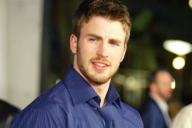 """Scott Evans  """"Kaptan Amerika"""" ve """"Fantastik Dörtlü""""nün yıldızı Chris Evans'ın kardeşi oyuncu Scott Evans da gay olduğunu açıklayıp hayranlarını üzmüştür. Hatta denilenlere göre abisi bu açıklamanın ardından kendisine mesafe almıştır."""