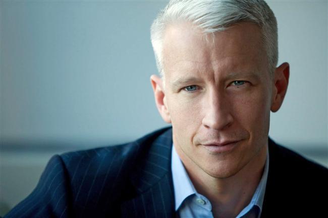 Anderson Cooper  Meşhur televizyoncu, gazeteci ve yazar; kır saçlı, mavi gözlü, karizmatik abimiz Anderson Cooper da erkek erkeğe takılmaktan hoşlanıyor.