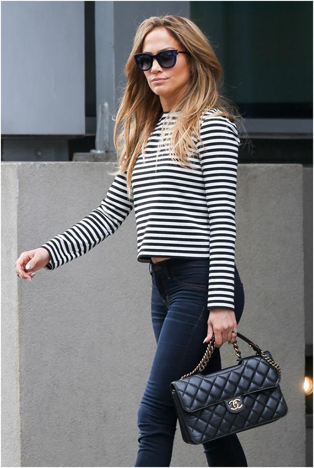 Chanel çantaların fiyatları 8000 TL' den başlıyor.  Jennifer Lopez