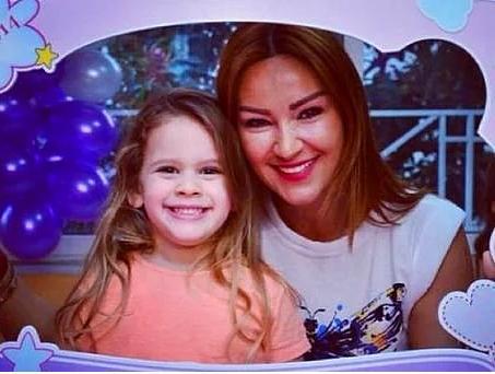 Pınar Altuğ ve kızı Su