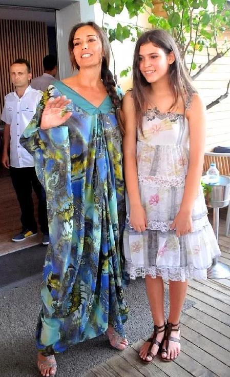 Merve İldeniz ve kızı Leyla