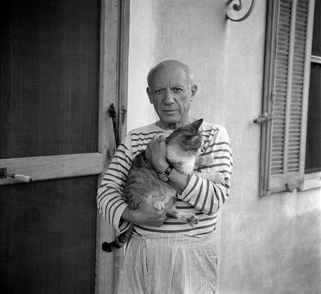 """Pablo Picasso  """"Tanrı sadece bir diğer sanatçıdır. Zürafayı, fili ve kediyi icat etmiştir. Öte yandan gerçek bir stil sahibi de değildir; sürekli yeni şeyler denemektedir."""""""
