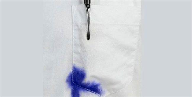 Bitmedi! Mürekkep lekeleri de var…  Beyaz mobilya döşemeleri veya kıyafetleriniz hasbelkader bir tükenmez kalemin azizliğine uğrayabilir. Sakin olun ve lekenin üzerine saç spreyi sıkın; leke kolaylıkla çıkacaktır...