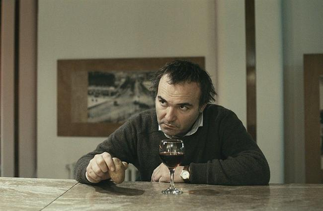 Ünlü yönetmen Zeki Demirkubuz'un filmi Yeraltı'da canlandırdığı Muharrem karakteri.  Usta oyuncu bu filmde, eski arkadaşı Cevat'ın yazdığı romanın ödül almasını hazmedemeyen histerik bir romancı olan Muharrem rolünü canlandırmıştı. Tek kelimeyle muhteşem bir oyunculuk. Kesinlikle izlenmeli.