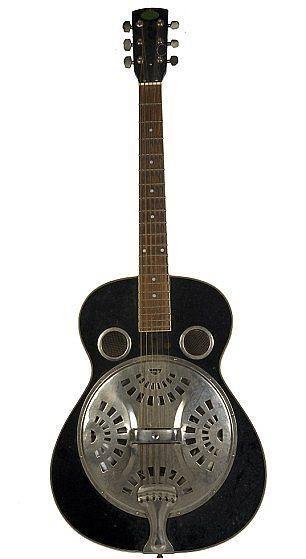 Kardeşi Alex'e hediye bıraktığı gitarı.