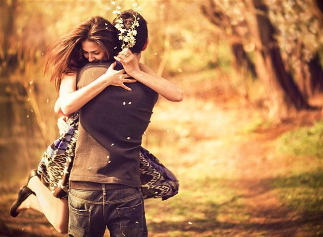 19. Kendinizi iyi hissetmediğiniz ya da ilişkiniz hakkında tereddüt ettiğinizi hissettiği anlarda dünyada onun için sizden daha doğru bir kişi olmadığı gibi cümleler kullanır.  20. Kıskançlık yaptığınızda size sıkıca sarılır ve birlikte olduğunuz sürece her zamankinden daha ilgili davranır.