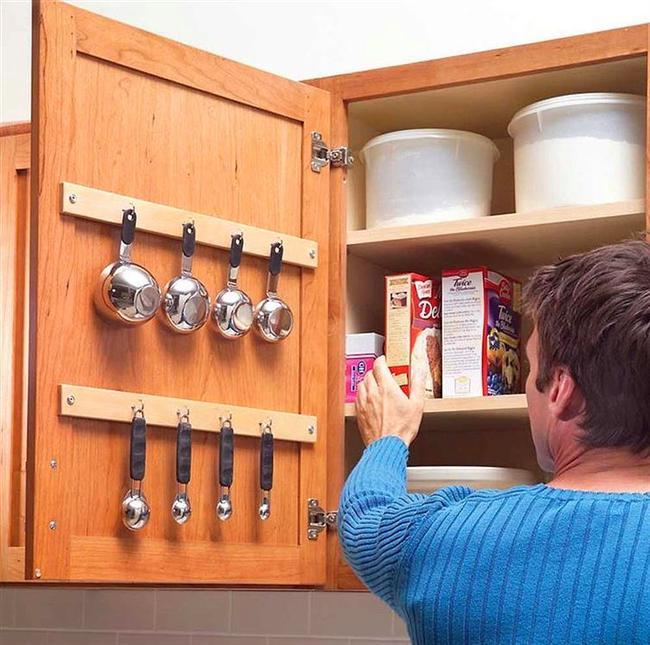 Mutfak eşyalarınızı asarak işinizi kolaylaştırın.