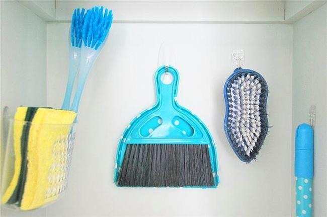 Küçük temizlik eşyalarınızı organize edin.