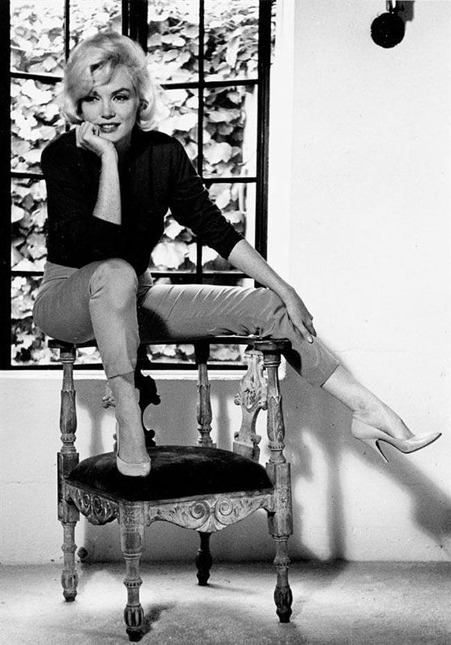 """""""Yüksek topukluları kim icat etti bilmiyorum ama bütün kadınlar ona çok şey borçlu"""" Marilyn Monroe Ünlü stil ikonunun bu sözü tüm kadınların ortak sesi olmuştur. İyi bir topuklu ayakkabı sizi cesur, seksi ve şık göstermesine ek olarak vücudunuzu ince, boyunuzu uzun gösterir. Bu harika buluşu stil sahibi görünümünüz için kaliteli markalardan seçmenizi öneririz.  Dayanıklılığı ve rahatlığı ile kendinizi özel hissettirecek lüks marka  topuklu ayakkabıları  ikinci el fiyatlarıyla sizin için radarımıza aldık..."""