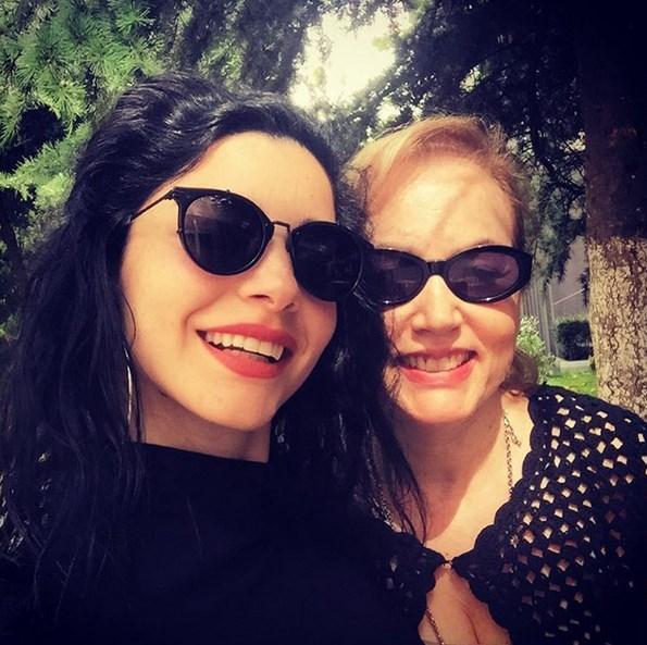 "Merve Boluğur  En sevdiğimle ""❤️"" #annem"