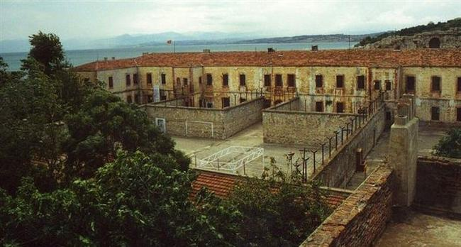 Sinop Cezaevi  Sinop dediğinde akla gelen ilk yerlerden biri olan, maalesef ki işkenceleriyle aklımıza kazınmış Sinop Cezaevi'ne gitmek içinizi acıtabilir...