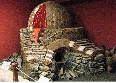 Sinop Müzesi  Şehir merkezinde bulunuyor. Sinop ve çevresindeki kazılarında bulunan eserler sergileniyor. Müze bünyesinde Prehistorik, Helenistik, Roma, Bizans, Etnoğrafik eserlerle Sinop çevresinden toplanmış ikonalar bulunuyor. Müze gezmeyi sevenler için oldukça güzel bir gezi olacağını söyleyebilirim.