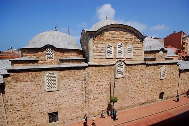 Alaaddin Camii  Selçuklu Sultanı Alâeddin Keykubat tarafından yaptırılmış bu caminin, Selçuklu Devleti'nin 1214 yılında Sinop'u fethinden hemen sonra yapılmış olduğu sanılıyor.