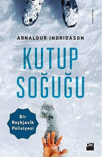 """""""Kutup Soğuğu"""", Arnaldur Indridason  Yayıncı: Doğan Kitap   Tür: Roman/Polisiye   The Guardian gazetesi tarafından 2011 yılında Avrupa'nın en iyi polisiye yazarları listesinde birinci sırada gösterilen Arnaldur Indridason'un """"Kutup Soğuğu"""" adlı romanı Sabri Gürses tarafından dilimize kazandırıldı.  İzlandalı dedektif Erlendur'un bu macerasında olaylar Reykjavík'in kutup soğuğuna teslim olduğu bir günde, oyun parkında on yaşlarında, çekik gözlü, esmer bir oğlan çocuğunun cesedinin bulunmasıyla başlıyor. Küçük Elías, buz tutmuş bir kan gölünün ortasında uyuyor gibidir. Acaba bu bir kaza mıdır? Yoksa çocuk öldürülmüş müdür...?"""
