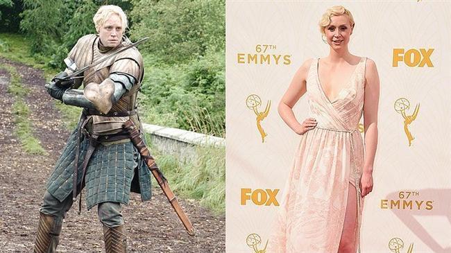 Amerikan televizyon yapımlarına verilen Emmy Ödülleri'ni silip süpüren Game of Thrones ekibi, şıklıklarıyla da gecenin en çok konuşulan isimleri oldular!   Geceye katılan Gwendoline Christie, nam-ı diğer Brienne of Tarth zerafetiyle herkesi büyüledi.