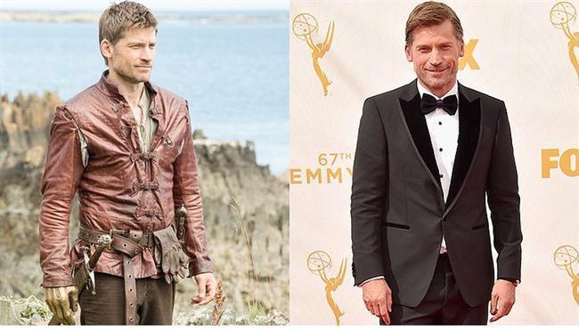 Dizinin yakışıklı oyuncusu, 45 yaşındaki Nikolaj Coster-Waldau'ya smokin yakışmış, ama kabul edelim bir Jamie Lannister değil.