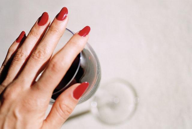Alkol gibi metabolik stresi artırıp, yaşlanmayı hızlandıran içeceklerden uzak durun.