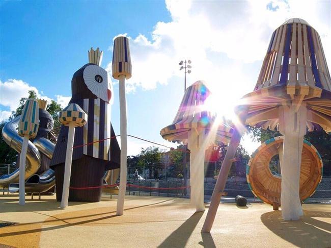 Danimarkalı stüdyo MONSTRUM yaratıcı oyun alanları tasarımlarıyla biliniyor ve fotoğrafta görülen oyun parkını İsveç'in Stockholm kentine inşa etmişler. Eğlenceli baykuş heykellerinden oluşan oyun alanında baykuş kral ve kraliçenin boyu 6 metreyi buluyor.