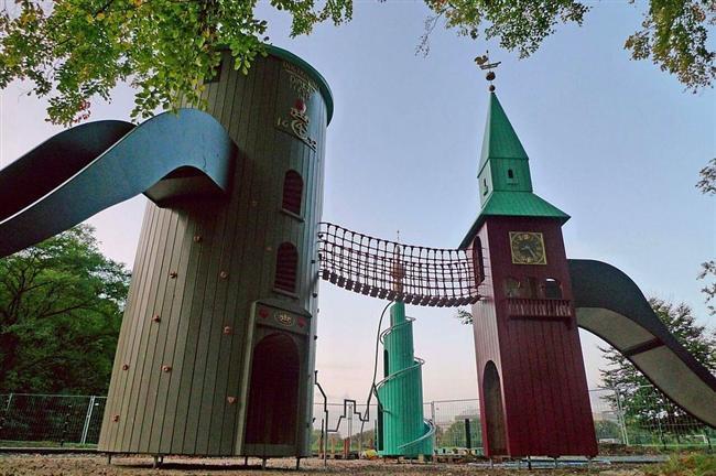 MONSTRUM'un belki de en iyi tasarımlarından biri olan Kopenhag'da bulunan bu kule oyun alanı en çok rağbet gören yerlerden biri. Çünkü oyunun alanı içinde bulunan gözlemevi sayesinde yıldızlar izlenebiliyor.