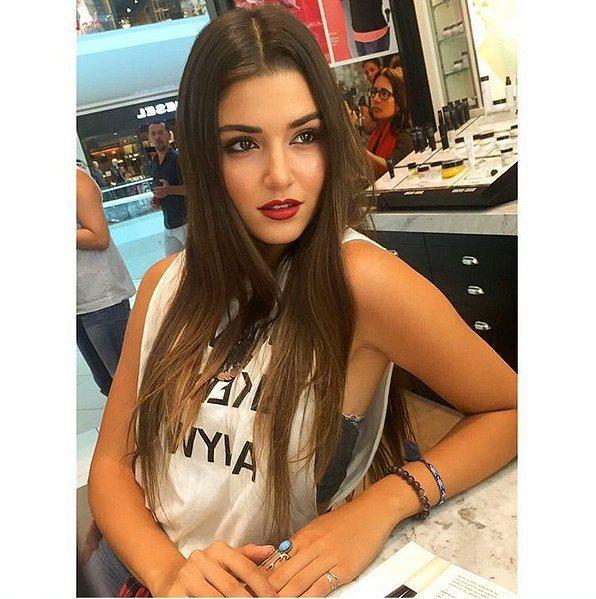 Hande Erçel (3.1m takipçi)
