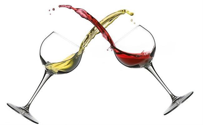 Kırmızı şarap lekesinden beyaz şarap kullanarak kurtulabilirsiniz.