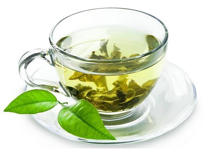 Yatmadan önce yeşil çay içmeniz metabolizmanızın çalışmasını sağlayacak ve uykudayken bile kalori yakmanıza sebebiyet verecektir.