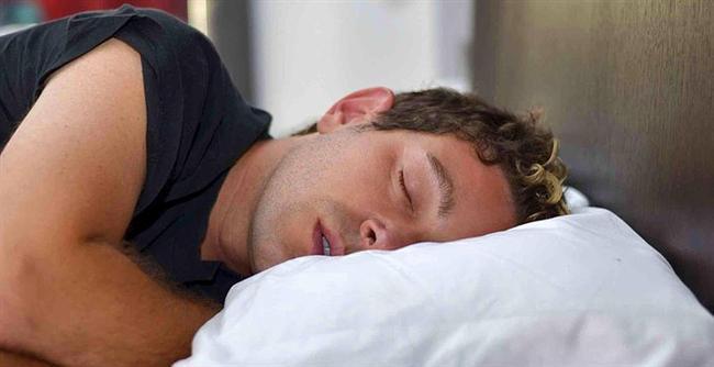Uykuya dalmakta problem çekiyorsanız yatağa gitmeden önce bir bardak taze sıkılmış limon suyu için ya da bir kaşık bal yiyin. Böylece daha kolay uykuya dalabilirsiniz.