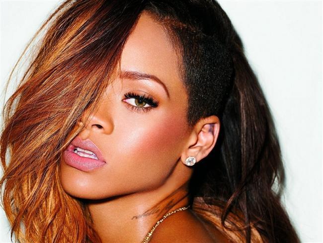 Tüm zamanların en seksi kadını:    Rihanna