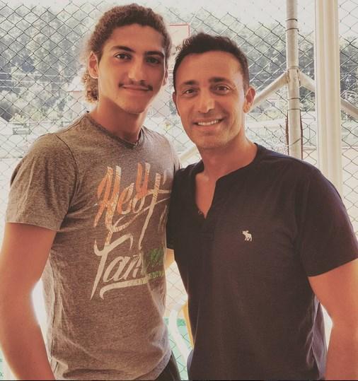 Mustafa Sandal  Benim Özen kardeşim. Göcek tenis klubünün değerli yeteneği ve geleceğin parlayan yıldızı! İnşallah bir gün seni Roland Garros'da player box'tan izlicez. Hadi hayırlısı...:) @afroolocke