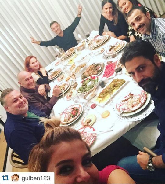 Mustafa Sandal  #Repost @gulben123 with @repostapp. ・・・ ✨✨✨Evimizde dostlar @samsundemir @demetakalin @mustafasandal24 @fuatguner48 eşli toplandık✨✨✨