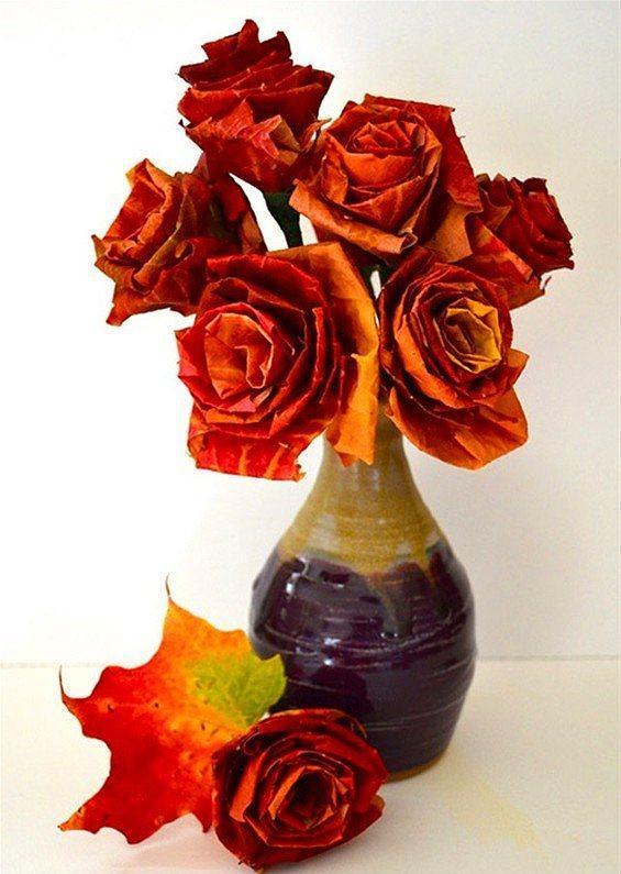 Yaz çiçekleri gibi olmasa da yapraklardan çiçekler yapmak evinize değişik bir hava katabilir.