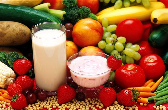 Beslenmenize dikkat edin: Bilimsel çalışmalar, beslenmedeki belirli düzenlemelerle kalın bağırsak ve mide kanserlerinin yüzde 90'ını, meme ve pankreas kanserlerinin ise yüzde 50'sini önlemenin mümkün olduğunu ortaya koyuyor. Bunun için antioksidan besin unsurlarından beta karoten, C ve E vitaminleri ile selenyum içeren besinleri bolca tüketmeniz gerekiyor.