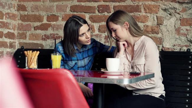 Sevgilinizle kavga ettiğinizde arkadaşlarınıza her şeyi olduğu gibi anlatmayın. Barıştığınızda ona soğuk davranmalarını istemeyeceğinize eminiz.
