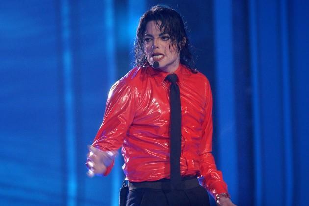 Michael Jackson, 1984'te Pepsi reklamının çekimleri sırasında saçları yandı.