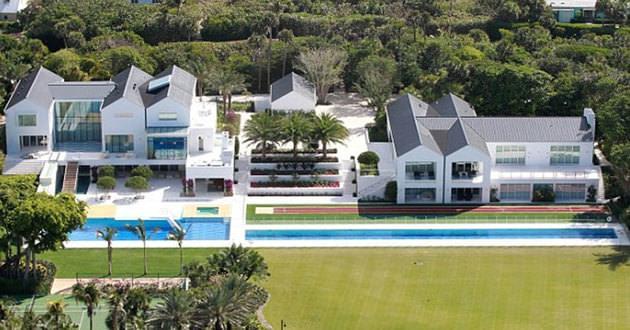 TIGER WOODS'UN Florida daki evi 60.000.000$ değerinde. Arka bahçesinde 4 golf sahası vardır.