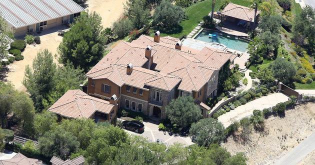 SELENA GOMEZ'in Hollwood Hills'de bulunan evi 3.000.000$ değerindedir.