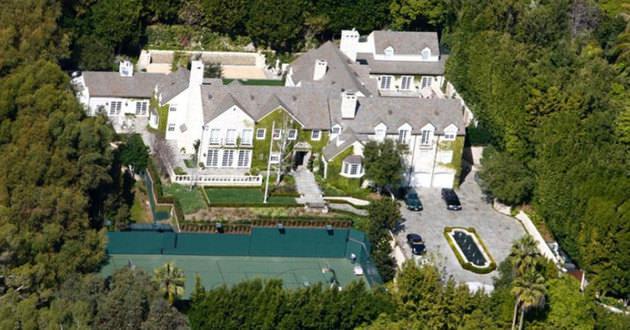 RYAN SEACREST yeni satın aldığı ev için 49.000.000$ ödedi.