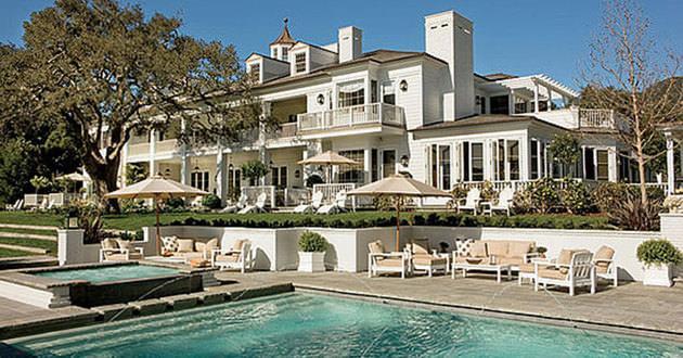 ROB LOWE bu gürcü tarzı ev Santa Barbara'da yer almaktır. İçinde 20 oda bulunmaktadır.