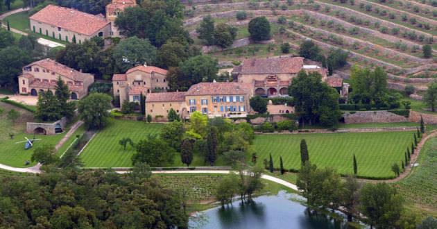 BRAD PITT-ANGELİNA JOLIE çiftinin Güney Fransa'da bulunan bu muhteşem evlerinde 35 oda bulunmaktadır ve değeri 60.000.000$ dır.