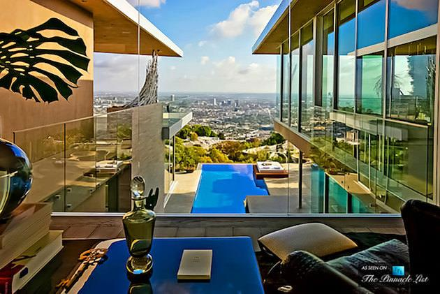 AVICII Los Angeles'ta bulunan evi 15.000.000$ değerindedir.