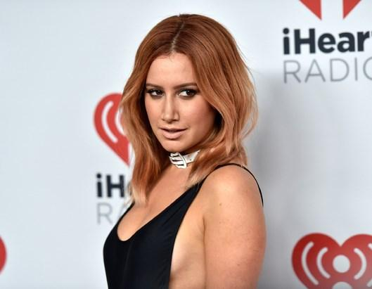 Ashley Tisdale  Saçlarını küt kestiren ve kızıla boyatan Ashley Tisdale, modern ve canlı bir hava yakalamış.