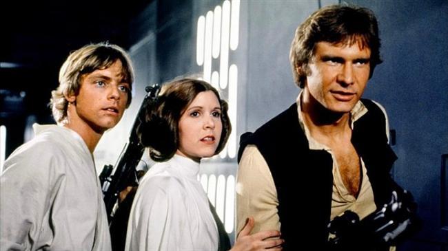"""Yıldız Savaşları: Bölüm IV - Yeni Bir Umut / Star Wars: Episode IV - A New Hope (1977)  Hasılat: $2,825,000,000  IMDb: 8.7  Özet:""""Star Wars: Episode IV - A New Hope"""" bölümünde, Yıldız Kruvazörü Diplomatik görevle yol alan Korvet'i kıstıracaktır. Bu küçük gemide Senato üyesi olan ancak asilerle işbirliği içinde de bulunan, Eski Cumhuriyet'in savunucularından Prenses Leia da bulunmaktadır. İmparatorluk gemisinde ise hem Leia'yı hem de asi casusların kaçırmış olduğu 'Ölüm Yıldızı'nın planlarını geri isteyen kötü Lord Vader yeralmaktadır. Sevimli droid R2-D2 ve ortağı C3-PO ise Tatooine gezegeninde, tesadüfler eseri Luke Skywalker isimli genç pilot adayına satılırlar. Droidlerin amacı yüklü olan mesajı Obi Wan Kenobi isimli yaşlı bir keşişe iletmektir."""