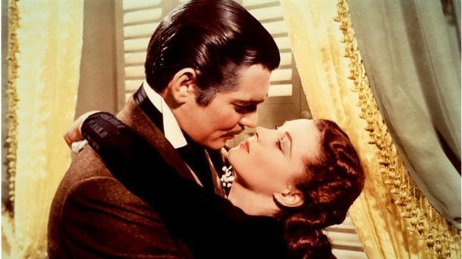 Rüzgar Gibi Geçti / Gone with the Wind (1939)  Hasılat: $3,440,000,000  IMDb: 8.2  Özet: Amerikan Sivil Savaşı'nın arifesinde, Georgia eyaletinin kırsal bir bölgesindeyiz... Scarlett, Suellen ve Careen ile birlikte İrlanda göçmeni bir ailenin kızlarından biridir. Güzeller güzeli Scarlett, Brent ve Stuart isimli iki kardeşle konuşmaktadır. Bu iki kardeş Scarlett'tan bir şeyi gizlemektedirler. Genç kızı gizlice sevdiği Ashley Wilkes isimli adam Scarlett'a aşık olsa da kuzeni Melanie ile evlenecektir. Henüz kimsenin bilmediği bu gerçek, yakın bir zamanda duyurulacaktır. Daha sonraları Scarlett, gönlünü Rhett Butler'a kaptırsa da Ashley'i aklından atamayacaktır.