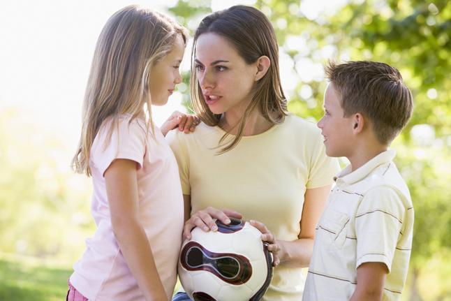 """5- ÇOCUKLARLA OLAN TUTUMUN  """"Yeni başlamış olan ilişkimizin nereye gittiğini bilmiyorum. Ama bilmen gereken ve bizi en çok korkutan şey; var olmayan çocuklarımıza isim koymaya başlamandır. Onun dışında içten hareketlerini, çocuklarla iyi anlaştığını ve onların varlığında neşelendiğini görmek bizi gülümsetir ve 'belki' diye düşündürür."""""""