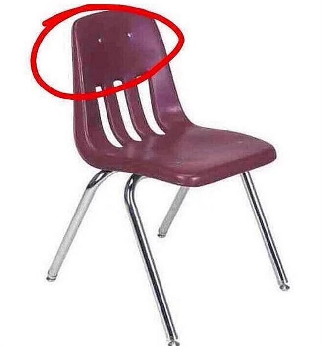 Sandalyeyle saçlarım arasında büyük bir elektriklenme oldu; biz bi çay içelim Esra Hanım.