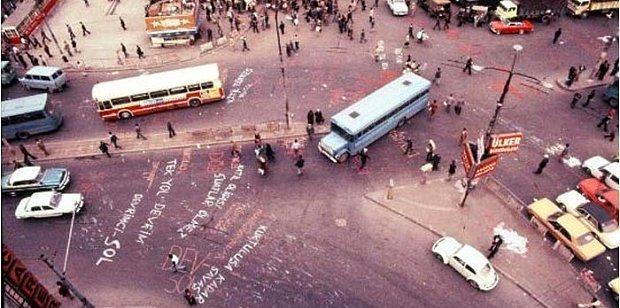 Nerden Geldik Buraya - SALT  29 Kasım'a kadar devam edecek ve 1980 askerî darbesinden sonra ortaya çıkan toplumsal hareketler ve popüler kültür ögelerini irdeleyen sergi, bu bağlamda Türkiye'nin yakın geçmişiyle bugünü arasındaki ilişkiyi görünür kılmayı amaçlıyor.  Adres: Bankalar Cad. No: 11, Karaköy/Beyoğlu İstanbul