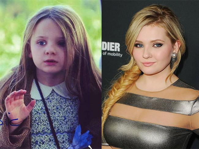 Abigail Breslin  İşaretler (2002) filminde daha 6 yaşındayken elimizde büyüyüp 19'una kadar geldi.