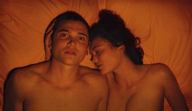 Love: Enter the Void  ile sinema tarihinin ilerleyen zamanlarda belki de baştan yazılmasına neden olabilecek yönetmen Gaspar Noé'nin son filmi Love'ın fragmanını izlediğinde, filmin neden bu listede olduğunu hemen anlayacaksın.